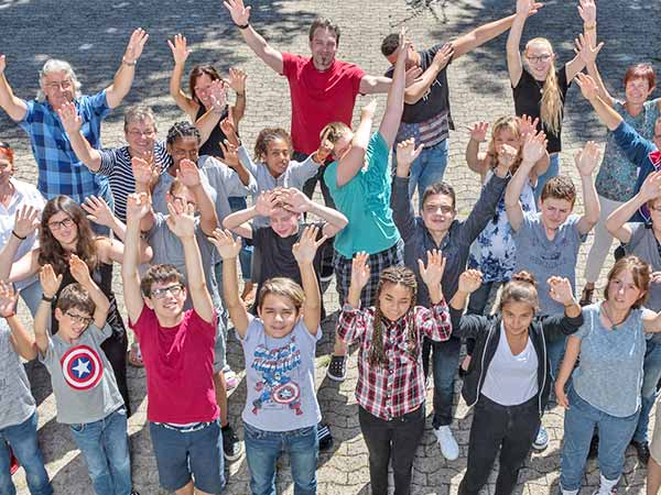 OSSL-Schulfoto-Schülerinnen-und-Schüler