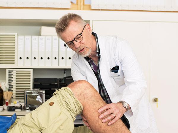 Bild eines Arztes mit Patient
