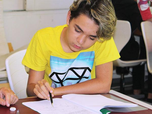 OSSL-Bildungsangebot-Lehrperson-unterstützt-Schüler